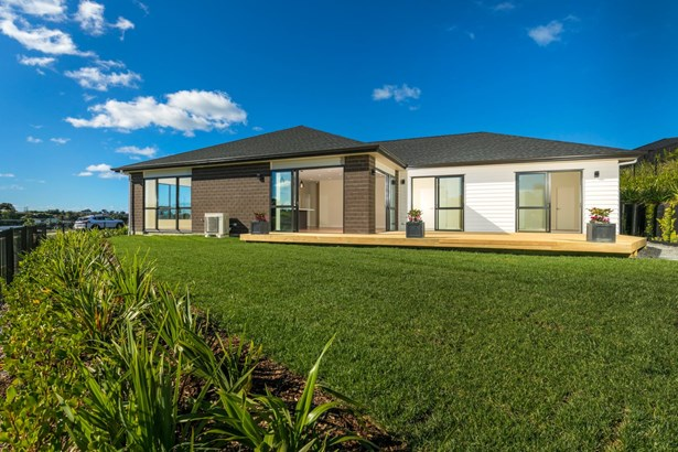 23 Eastview Crescent, Stanmore Bay, Auckland - NZL (photo 2)