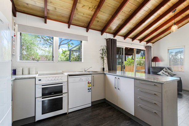 55a Granville Drive, Royal Heights, Auckland - NZL (photo 5)