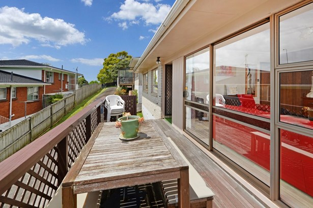 2/22 Bayview Road, Bayview, Auckland - NZL (photo 5)