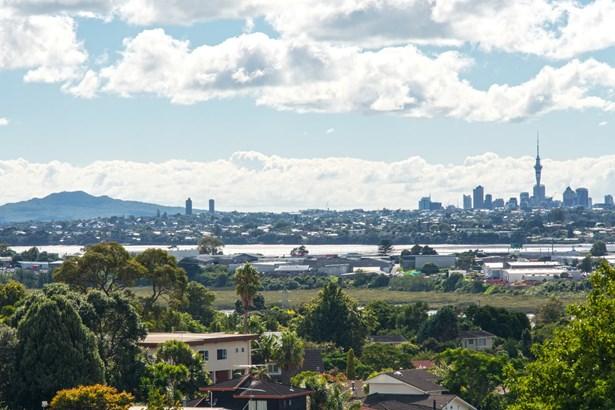 1/33 Te Atatu Road, Te Atatu South, Auckland - NZL (photo 2)