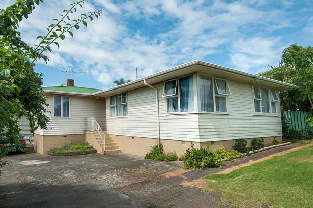 126 Cobham Crescent, Kelston, Auckland - NZL (photo 2)