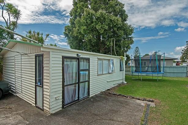 126 Cobham Crescent, Kelston, Auckland - NZL (photo 4)