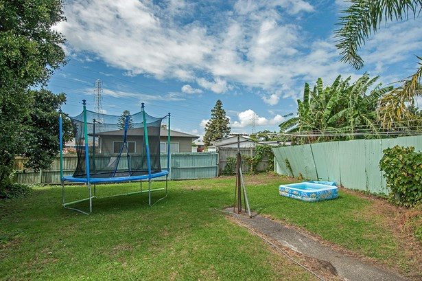 126 Cobham Crescent, Kelston, Auckland - NZL (photo 5)