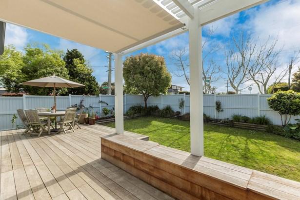 1/40 Eversleigh Road, Belmont, Auckland - NZL (photo 2)