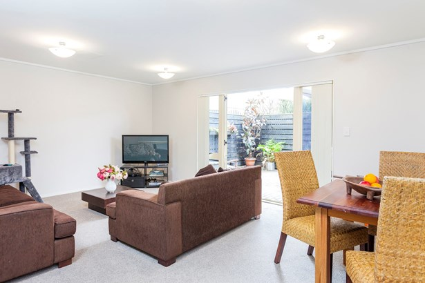 2/39 Mt Eden Road, Eden Terrace, Auckland - NZL (photo 2)
