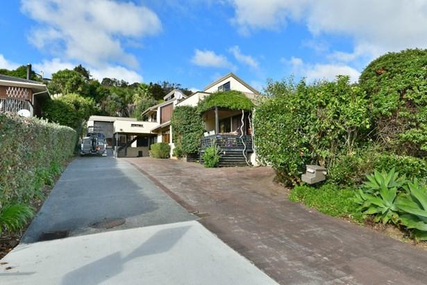 2/68 Marellen Drive, Red Beach, Auckland - NZL (photo 3)