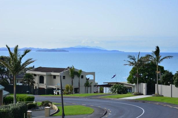 2/68 Marellen Drive, Red Beach, Auckland - NZL (photo 5)