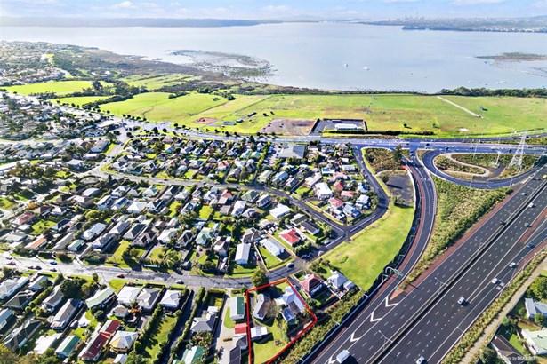 36 And 38 Titoki Street, Te Atatu Peninsula, Auckland - NZL (photo 2)