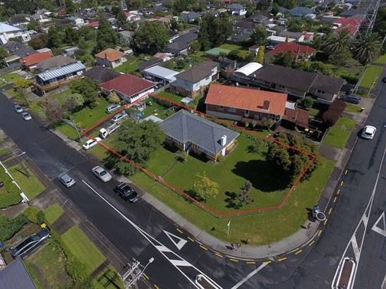 1 Ayrton Street, Te Atatu South, Auckland - NZL (photo 2)