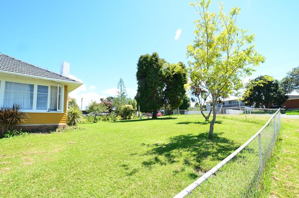 1 Ayrton Street, Te Atatu South, Auckland - NZL (photo 5)