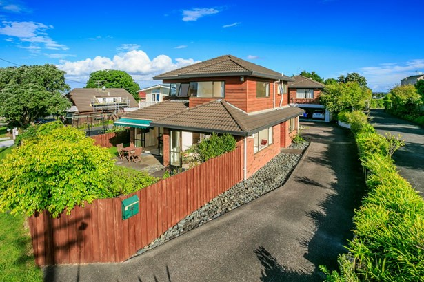 66a Raleigh Road, Northcote, Auckland - NZL (photo 5)