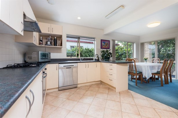 24a Invermay Avenue, Three Kings, Auckland - NZL (photo 5)