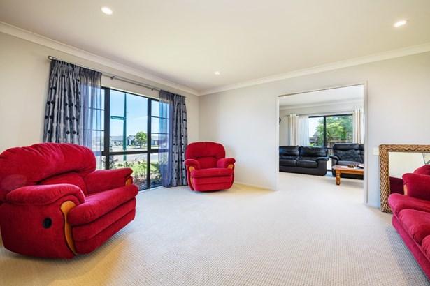 27 Scotsmoor Drive, Wattle Downs, Auckland - NZL (photo 4)