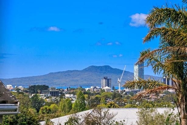 157 Coronation Road, Hillcrest, Auckland - NZL (photo 2)