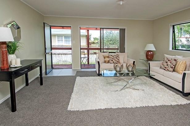 2/3368 Great North Road, Glen Eden, Auckland - NZL (photo 3)