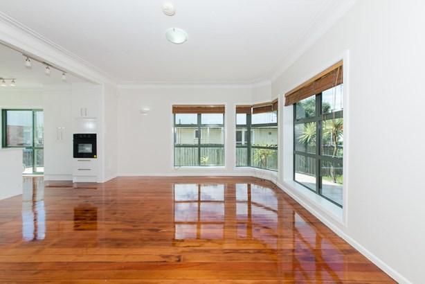 76 Archibald Road, Kelston, Auckland - NZL (photo 3)
