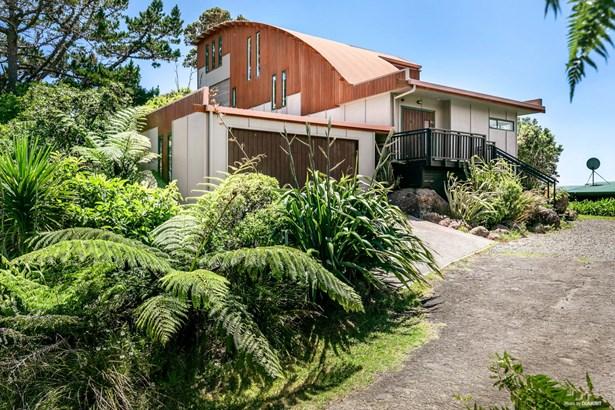 86a Piha Road, Piha, Auckland - NZL (photo 3)