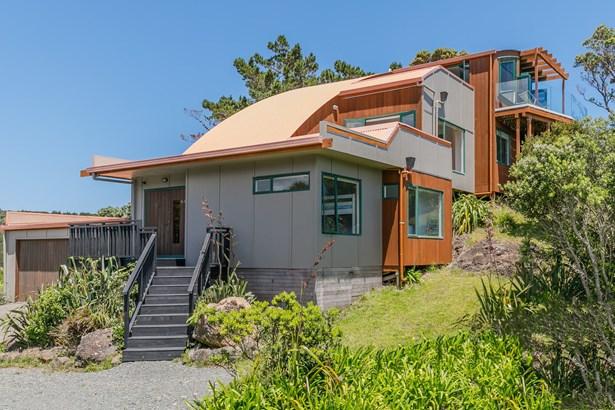 86a Piha Road, Piha, Auckland - NZL (photo 4)