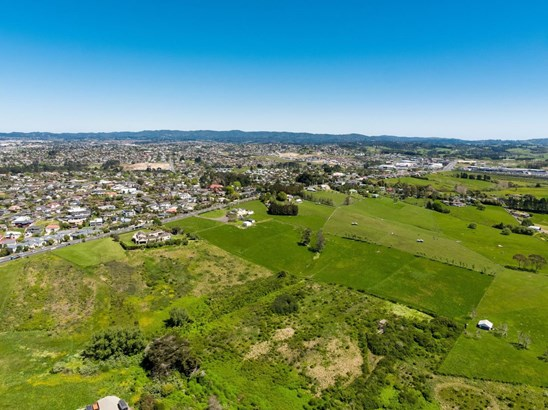 82 Hobsonville Road, West Harbour, Auckland - NZL (photo 5)