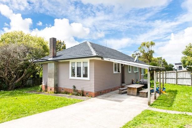 27 Paton Avenue, Te Atatu South, Auckland - NZL (photo 2)