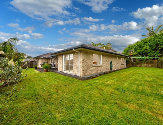 7 Pittville Place, Henderson Heights, Auckland - NZL (photo 1)