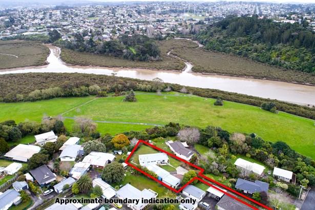 54 Taipari Road, Te Atatu Peninsula, Auckland - NZL (photo 2)