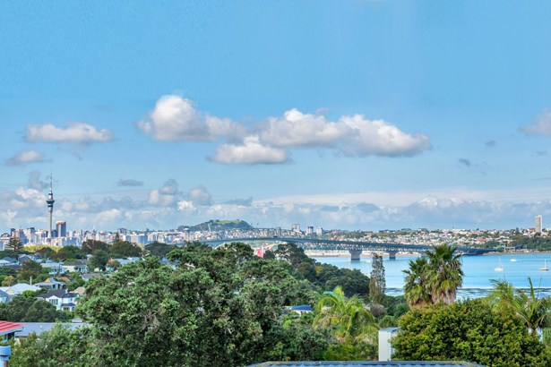 2/78a Onewa Road, Northcote Point, Auckland - NZL (photo 1)