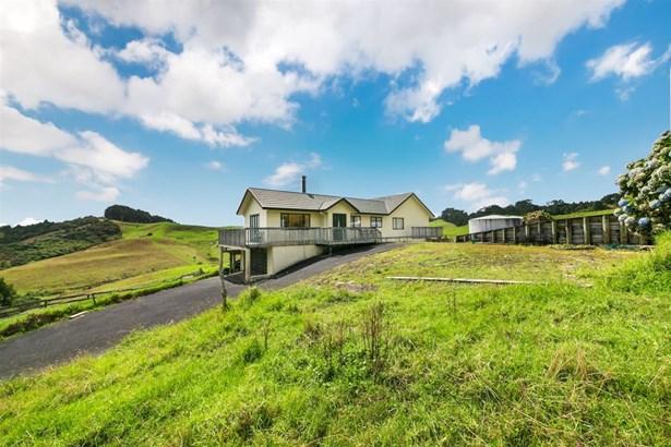 24 Gum Road, Henderson Valley, Auckland - NZL (photo 2)