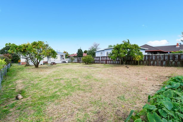 6 Tiroroa Avenue, Te Atatu South, Auckland - NZL (photo 3)