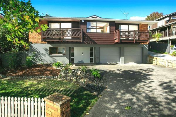 11 Crown Hill Close, Forrest Hill, Auckland - NZL (photo 2)