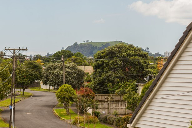 17a Cleghorn Avenue, Three Kings, Auckland - NZL (photo 3)