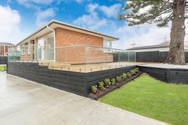 31 Dawnhaven Drive, Te Atatu Peninsula, Auckland - NZL (photo 1)