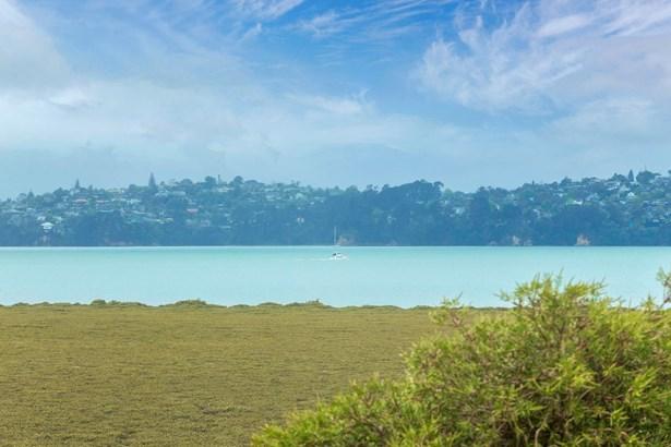 31 Dawnhaven Drive, Te Atatu Peninsula, Auckland - NZL (photo 3)