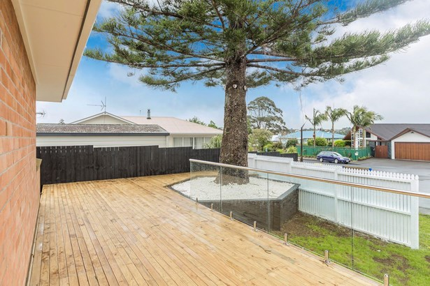31 Dawnhaven Drive, Te Atatu Peninsula, Auckland - NZL (photo 4)