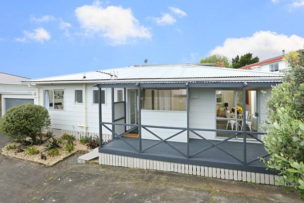 2/11 Longreach Drive, Sunnyvale, Auckland - NZL (photo 1)