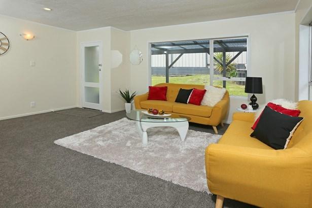 2/11 Longreach Drive, Sunnyvale, Auckland - NZL (photo 5)