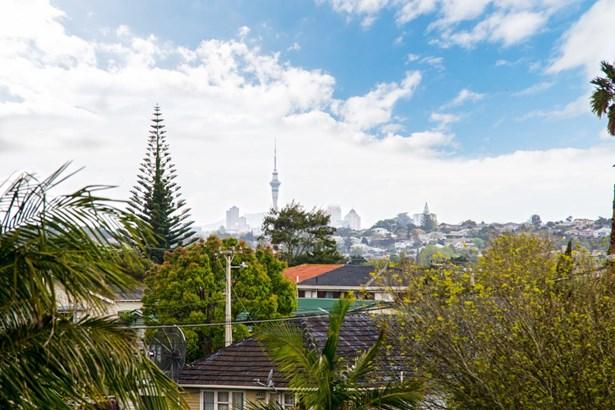 1 Maunder Place, New Lynn, Auckland - NZL (photo 2)