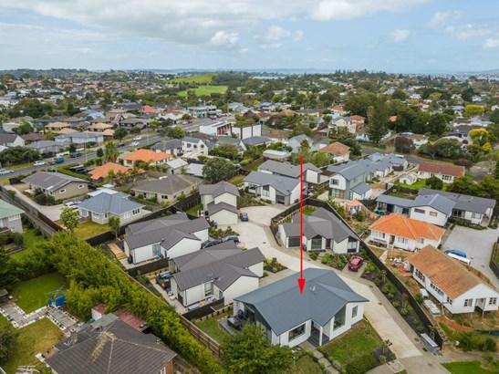 32a Torrington Crescent, Glen Innes, Auckland - NZL (photo 2)