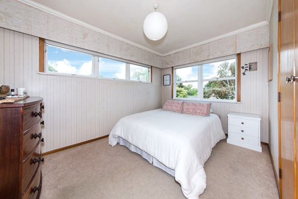 17 Royal View Road, Te Atatu South, Auckland - NZL (photo 4)