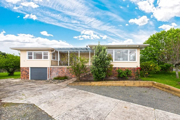 17 Royal View Road, Te Atatu South, Auckland - NZL (photo 2)