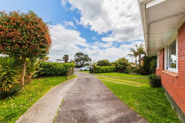 60 Bradbury Road, Highland Park, Auckland - NZL (photo 4)