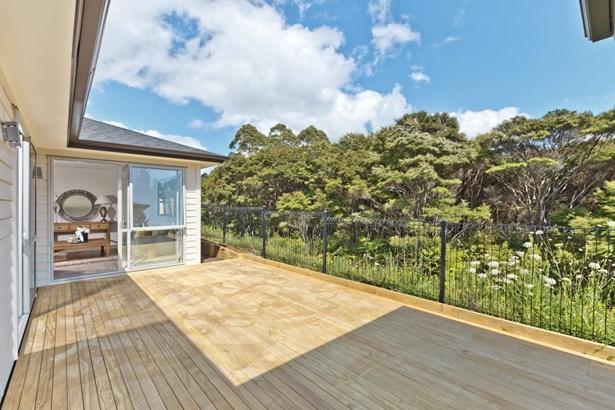 8 Pheasant Close, Stanmore Bay, Auckland - NZL (photo 4)