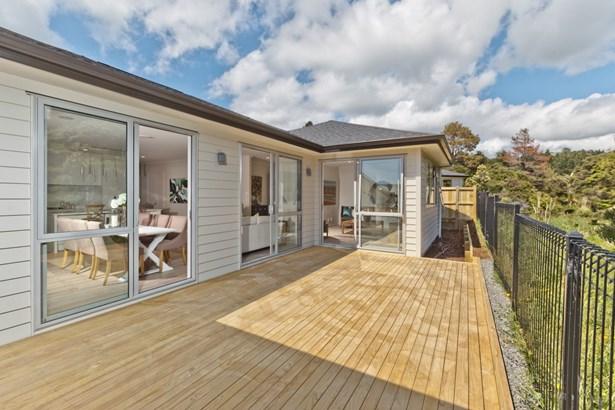 8 Pheasant Close, Stanmore Bay, Auckland - NZL (photo 5)