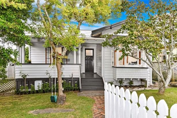 10 Hanlon Crescent, Devonport, Auckland - NZL (photo 2)