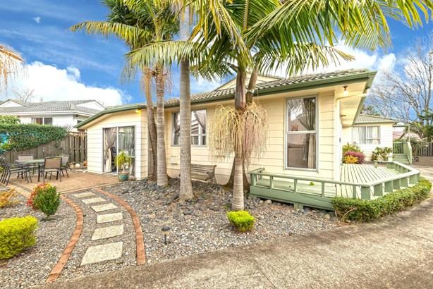 19 Cranberry Place, Bucklands Beach, Auckland - NZL (photo 2)