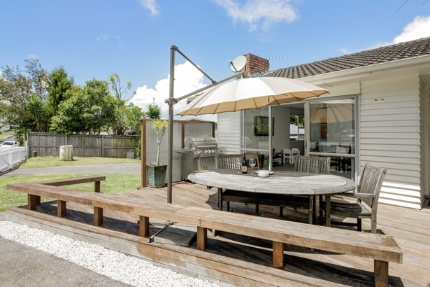 10 Orton Street, Glenfield, Auckland - NZL (photo 2)