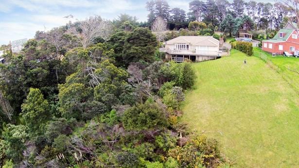 1141a Whangaparaoa Road, Tindalls Beach, Auckland - NZL (photo 2)