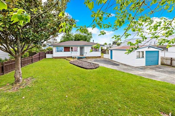 15 Bluewater Place, Wattle Downs, Auckland - NZL (photo 3)