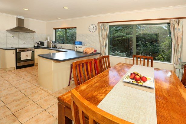 28a Commodore Drive, Lynfield, Auckland - NZL (photo 5)