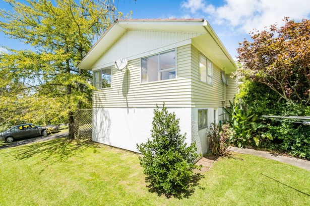 18a Chivalry Road, Glenfield, Auckland - NZL (photo 5)